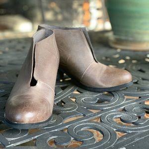 Antelope grey/taupe slit booties